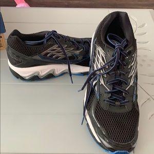 Mizuno Wave Paradox 3 men's Athletic shoes